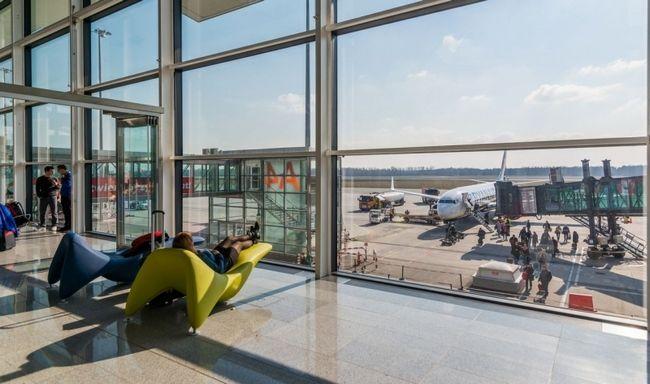 Wakacyjne-wzrosty-na-polskich-lotniskach